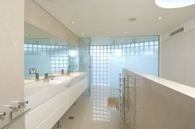 white-bathroom-seafront-house-554x367.jp