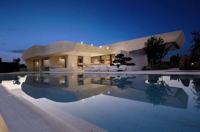 Contemporary-Property-In-Madrid-By-A-Cer