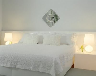 white-bed-which-comfort-in-villa-interio
