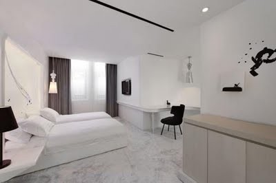 14Black-and-White-Bedroom-Design-The-Hot