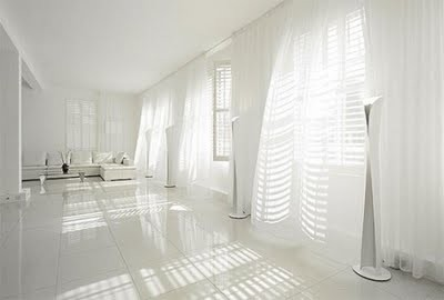 2010-03-white-curtains-design-in-living-