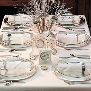 8New_Years_Eve_Table_Decor_1_from_Taste_