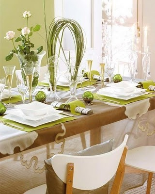 green-and-white-christmas-dinner-table-d