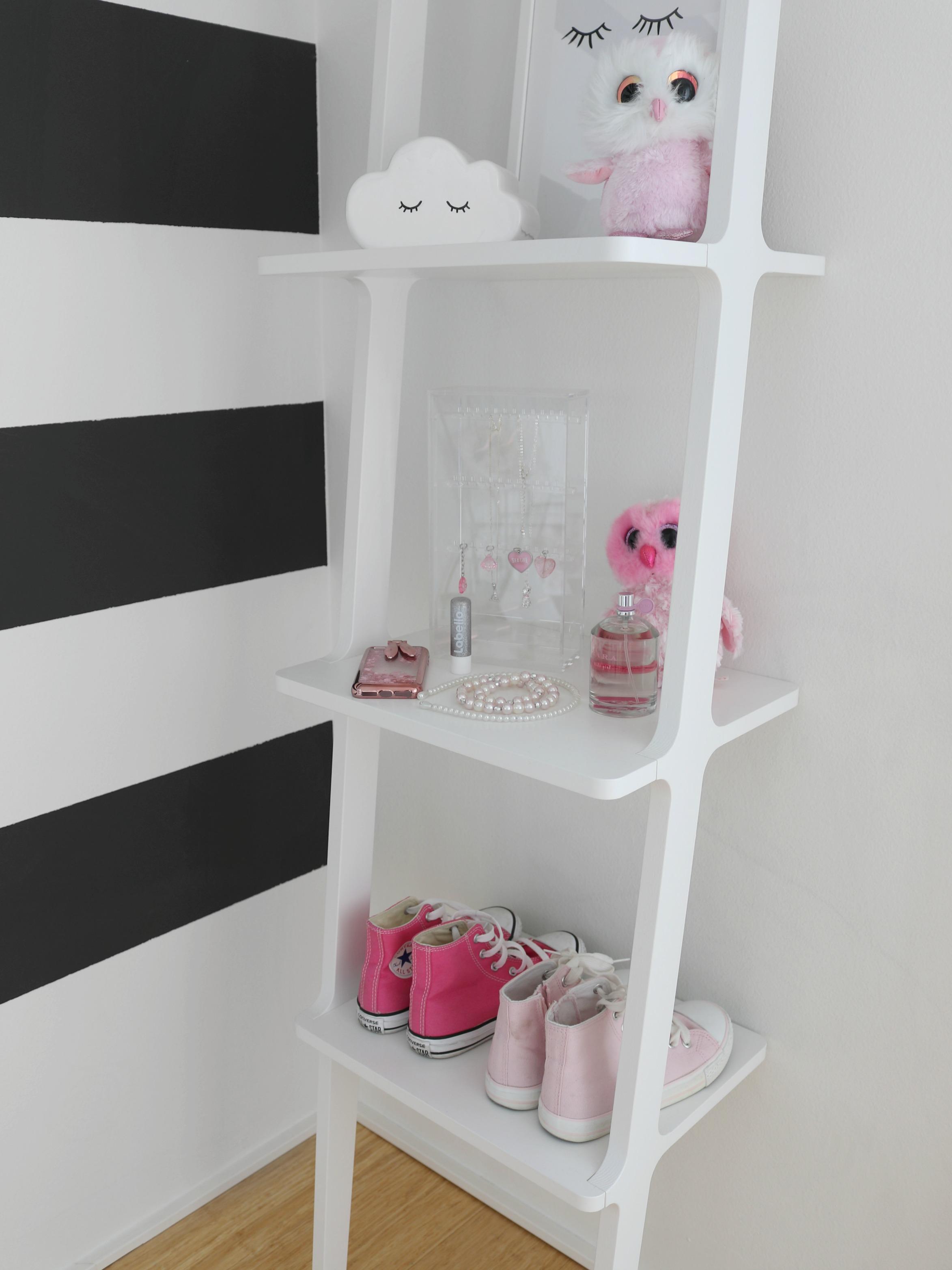 Lastenhuone sisustus vaaleanpunainen musta valkoinen yksityiskohtia