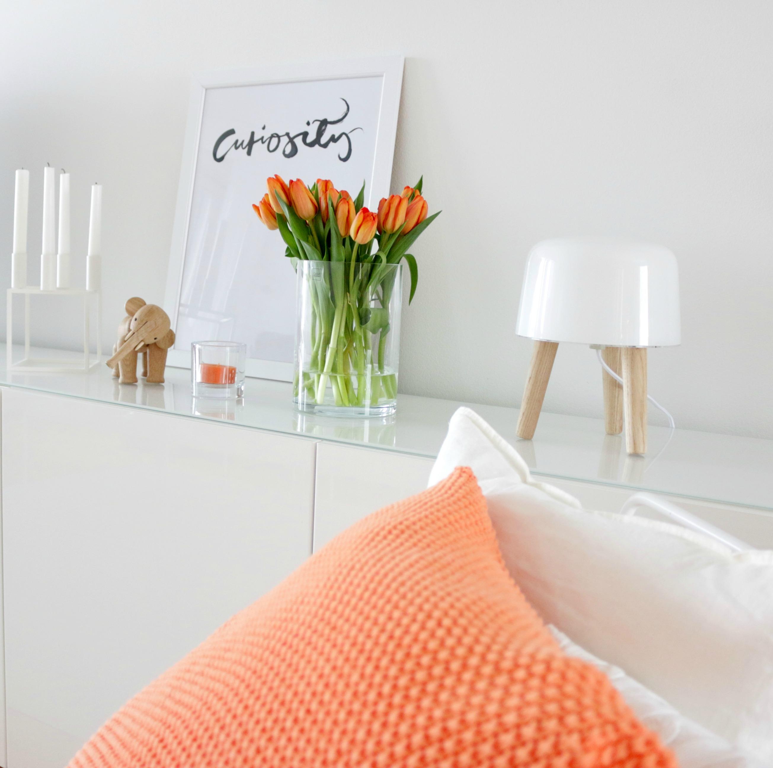 Oranssi sisustus tulppaanit omakotivalkoinen