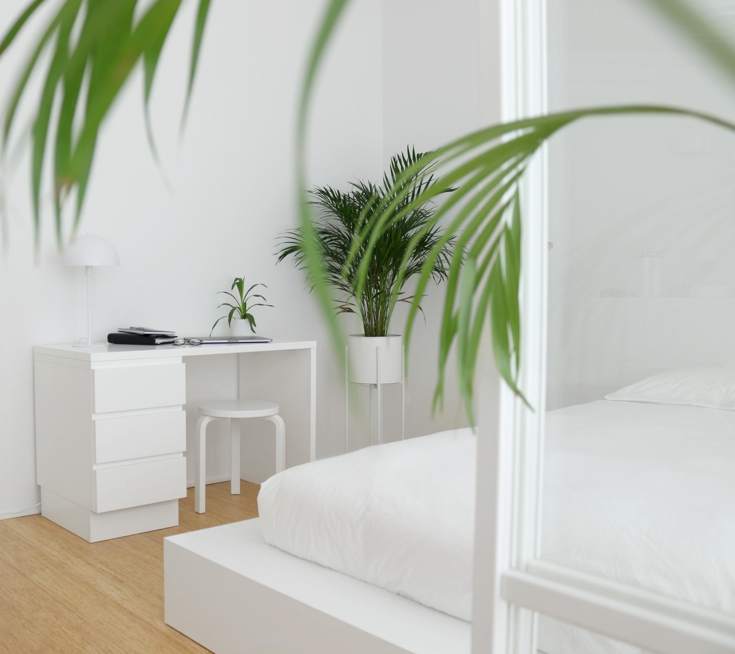 Työtila makuuhuoneessa - Sisustusideat Omakotivalkoinen sisustusblogi